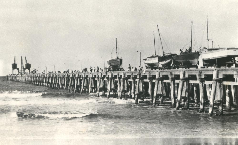 Fishing boats on the old jetty 1919. EJW Photo – RTRL