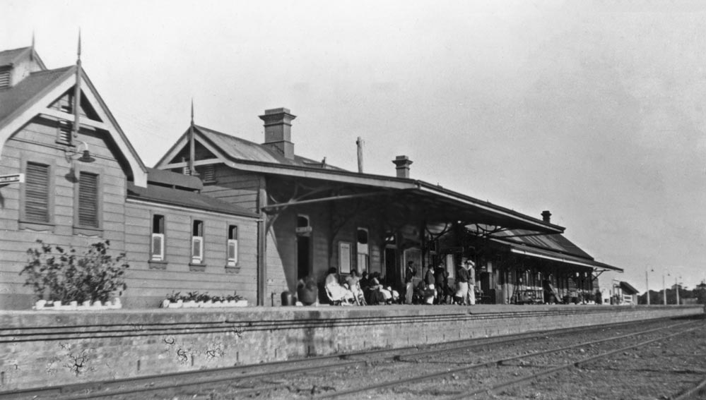 Byron Bay railway station - 1930's EJW Photo – RTRL.